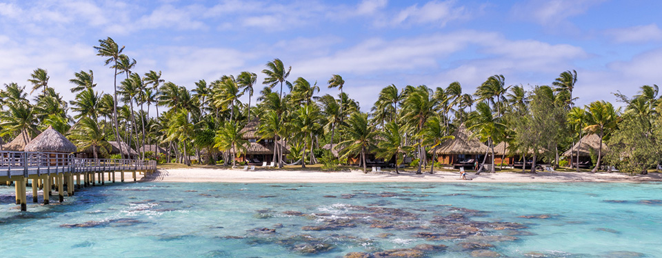 <h2>Rangiroa Getaway</h2><p>5 Nights with a Blue Lagoon & Wine Tasting Excursion!<p><p class=price>From <strong>$2735</strong></p>
