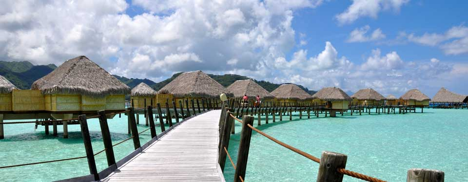 <h2>Le Taha'a Island Resort</h2><p>5 Nts Overwater<p><p class=price>From<strong>$3450*</strong></p>