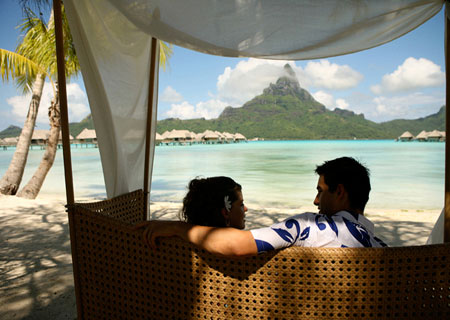 Bora bora intercontinental thalasso and the brando luxury for Spa weekend packages for couples
